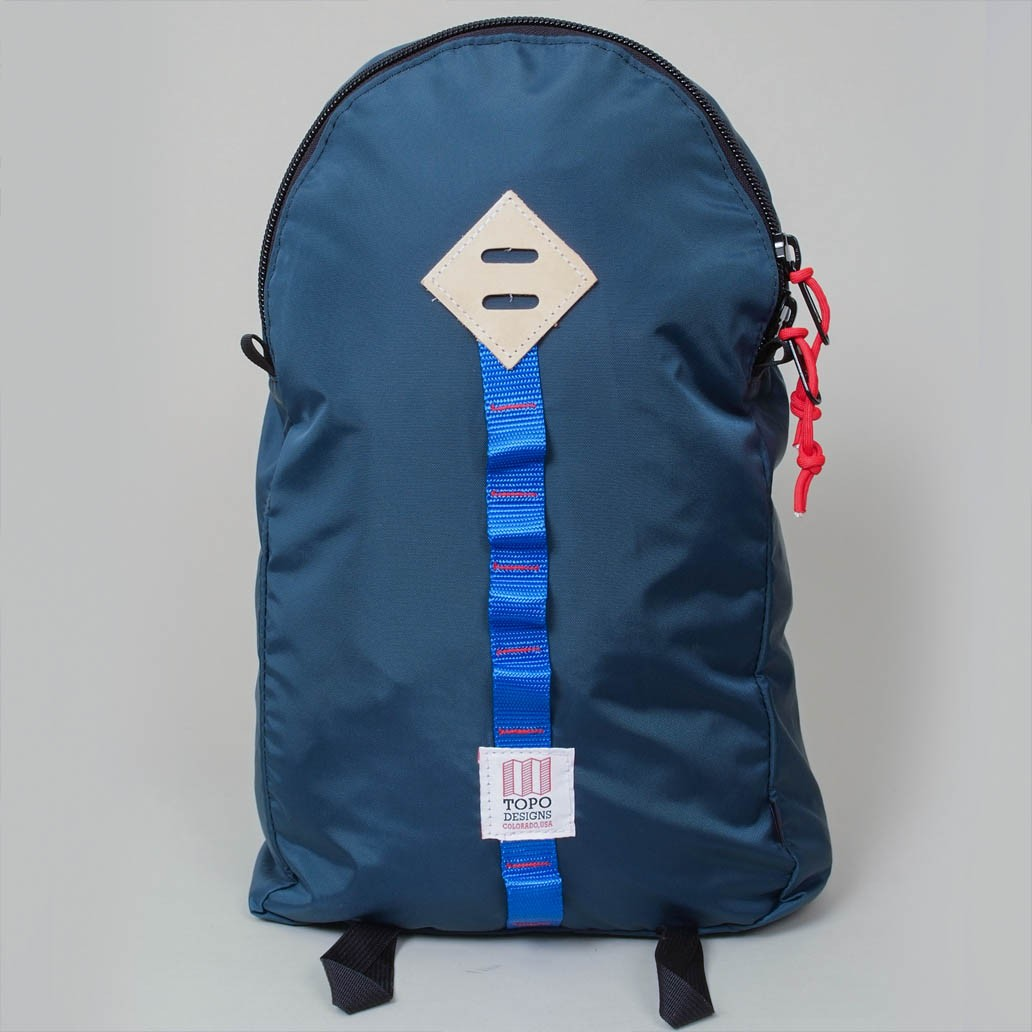 topo design light day pack navy